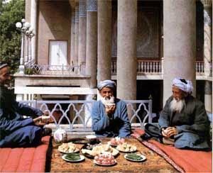 Узбеки пьют чай